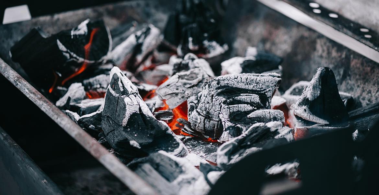 Lump Charcoal vs Briquettes: Which is Best?